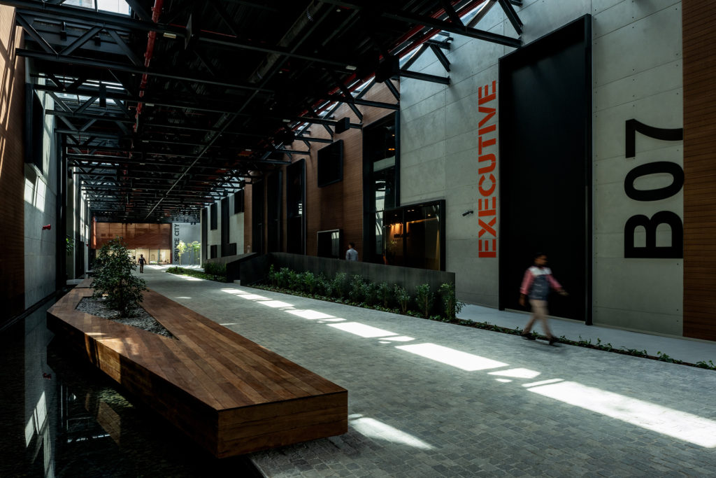Technology Designs: Axiom Headquarters, Dubai Silicon Oasis - Love