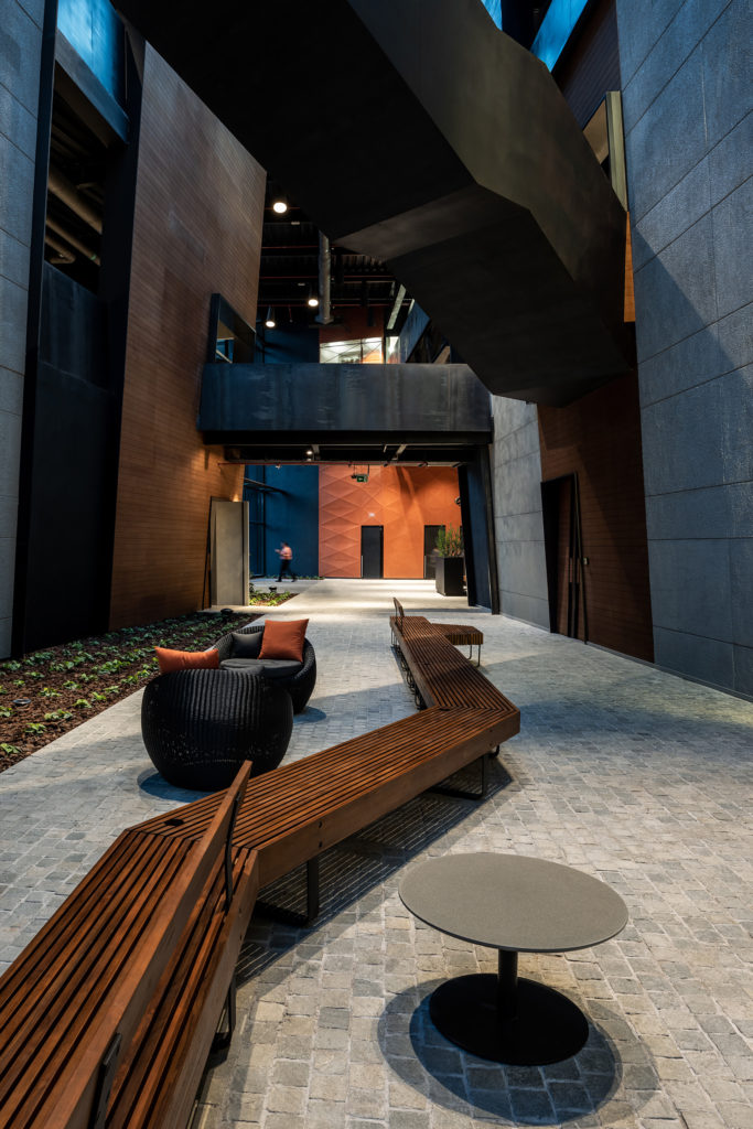 Technology Designs: Axiom Headquarters, Dubai Silicon Oasis - Love